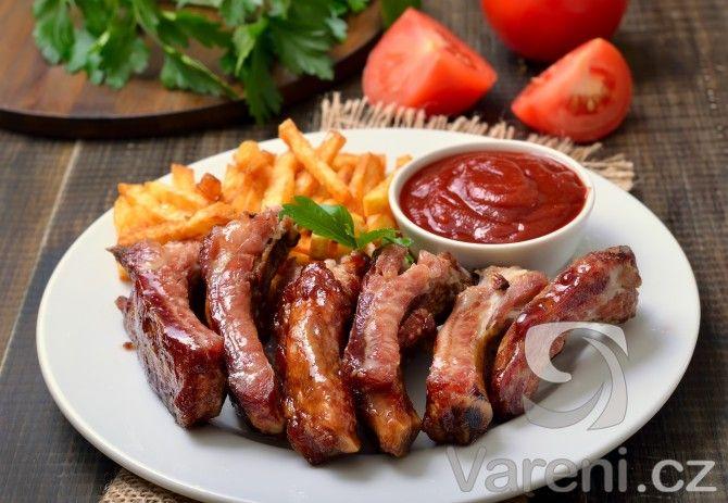 Zasněně vzpomínáte na skvělou chuť vepřových žebírek, kterou jste nedávno ochutnali ve vaší oblíbené restauraci? Nesmutněte - tady je recept na jejich přípravu.