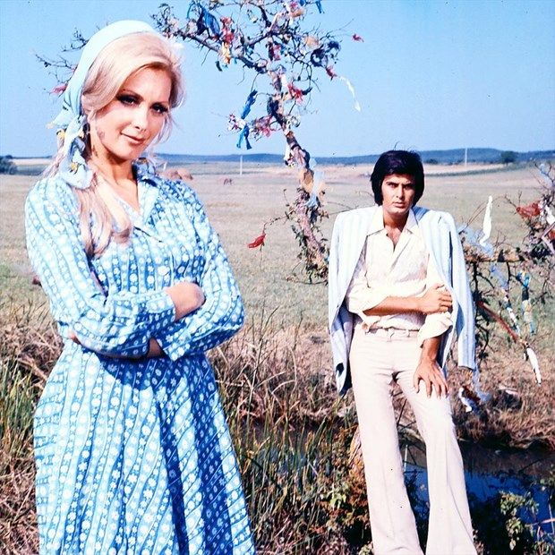FİLİZ AKIN İLE BAŞROL:1971'de ilk sinema filmlerinden Emine'de Filiz Akın'la başrolü paylaştı. Bu sayede tanınırlığı arttı...