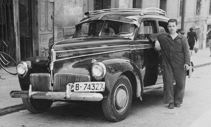 Studebaker. 1957 Victorio López apoyado en su taxi, en la calle Segovia.  http://ibytes.es/blog_historia_de_madrid_fotografias_1907-1965.html