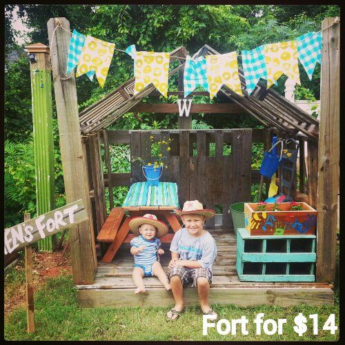 The 25 best pallet fort ideas on pinterest kids garden for Pallet tree fort