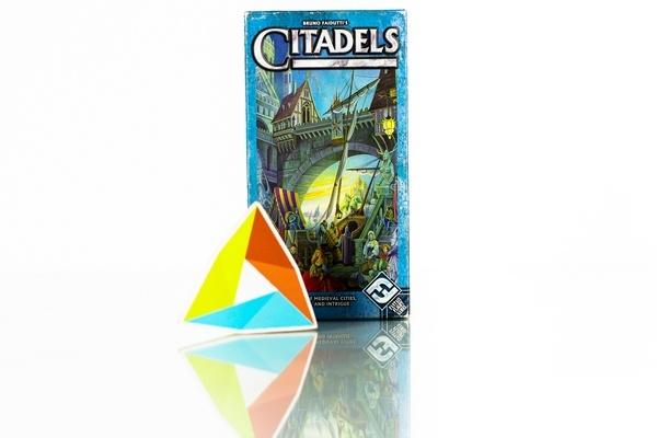 30,000 IDR/day    Mekanisme permainannya yang sederhana namun penuh strategi menjadikan Citadels sangat digemari. Tidak salah jika Citadels adalah salah satu must have game untuk pecinta card game.