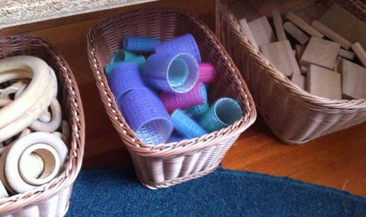 Velcro curlers as loose parts.