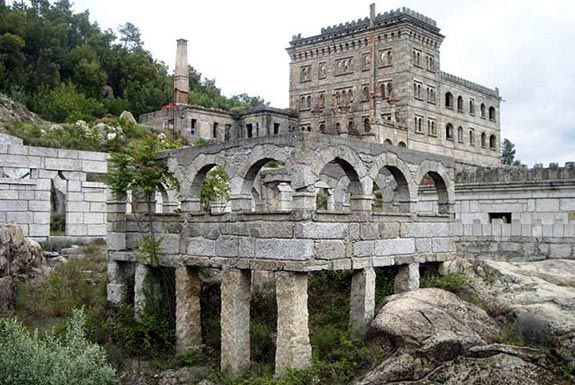 Hotel Termal Serra da Pena (Sortelha, Sabugal): mandado construir no início do séc. XX pelo conde espanhol Don Rodrigo, depois da filha se t...