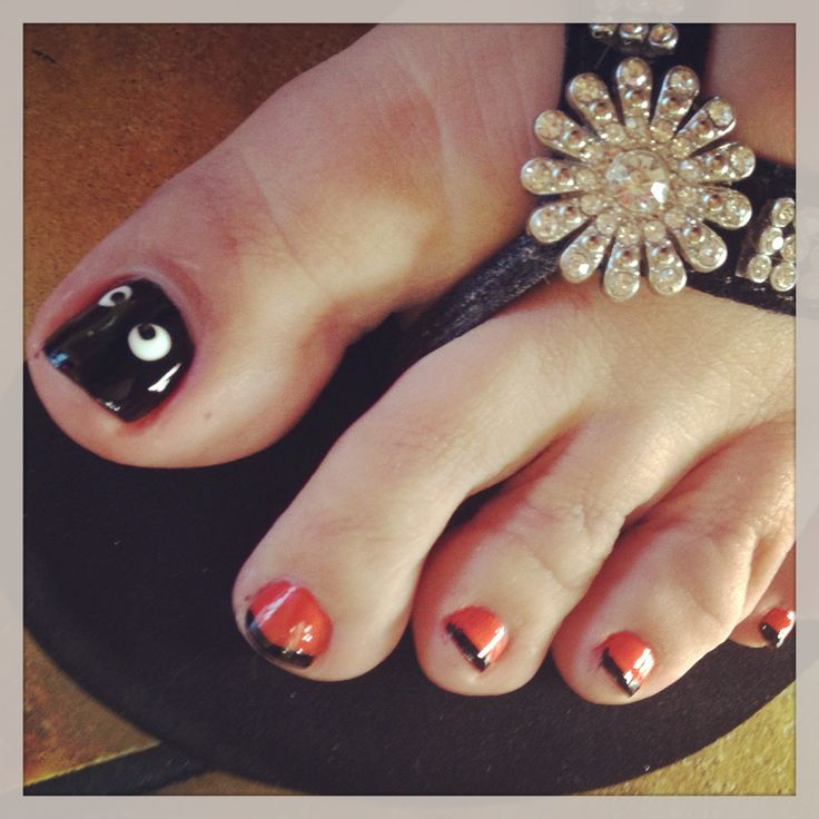 Halloween Boo toe nails