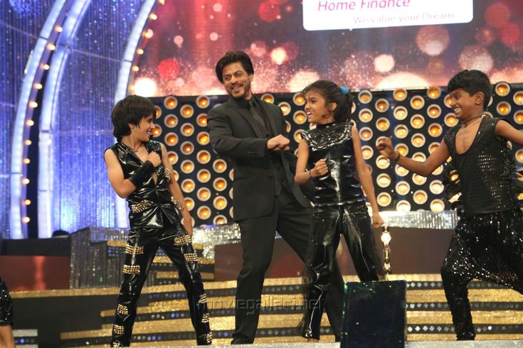 Shah Rukh Khan at the 8th Annual Vijay Awards 2014