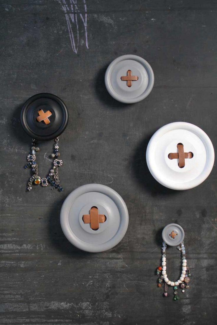 Knopen als kapstok! Ook te bestellen via onze website www.meiwoonaccessoires.nl