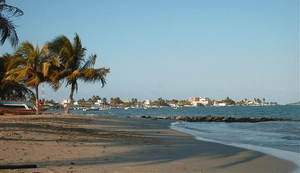 """Chichiriviche está rodeado por el este de pequeños cayos o islas de finas arenas blancas; al oeste por el humedal del Refugio de Fauna de Cuare y al sur por el Golfete de Cuare. Inicialmente habitada por indios chipas, su nombre es una voz caribe que significa """"sitio donde nace nuestro sol""""."""