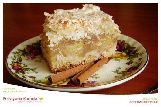 Jabłecznik z budyniem - #przepis na #ciasto z jabłkami i bezą z #kokos.em  http://pozytywnakuchnia.pl/jablecznik-z-beza/  #jablka #jablecznik #szarlotka #kuchnia