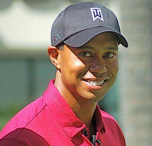 """Eldrick """"Tiger"""" Woods (n. Cypress, 30 de diciembre de 1975) es un golfista estadounidense. Está considerado uno de los golfistas más importantes de todos los tiempos, junto a Jack Nicklaus y Arnold Palmer. / Eldrick Tont """"Tiger"""" Woods (born December 30, 1975) is an American professional golfer whose achievements to date rank him among the most successful golfers of all time."""