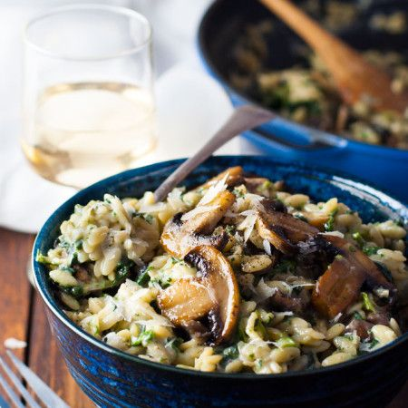 Spinach & Mushroom Creamy Orzo (Risoni) - all made in one pan, so creamy (but no cream!) . A fabulous meat free meal!