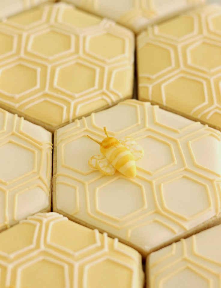 """Kate Landers' Honeycomb """"New Hive"""" Housewarming party exclusively designed for @LaylaGrayce. Cookies by Bambella Cookie Boutique, fondant bee by @EdibleDetails."""