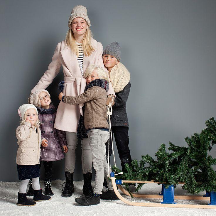 Family time it is! Wordt het een filmmarathon of maken jullie een paar heerlijke uitjes in de kerstvakantie? #kerst #kidswear #boys #girls #snow #jongens #meisjes #sneeuw #slee #kerstboom #feest #winterlook #outfit