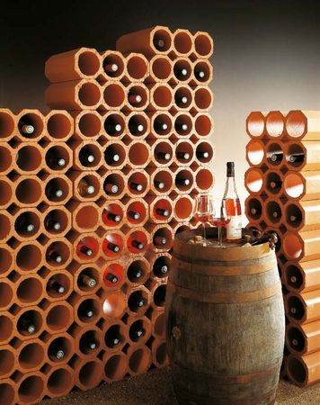 ceramiczny stojak na wino