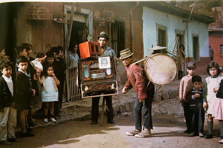 Organillero y El Pato Loco chinchinero de Valparaiso 1970 | Flickr - Photo Sharing!