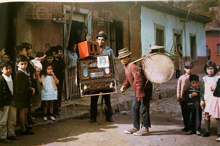 Organillero y El Pato Loco chinchinero de Valparaiso 1970 | Flickr - Photo Sharing!