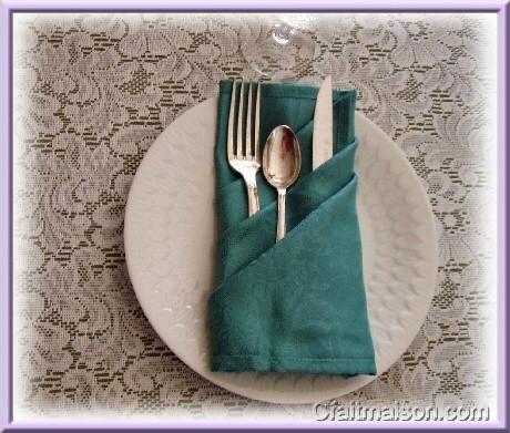 Pochette à couverts rectangulaire, à plis obliques