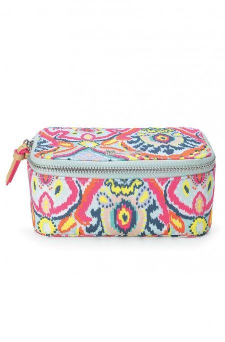 Gardez vos bijoux bien rangés quand vous voyagez avec cette trousse stylée aux imprimés vibrants et multicolores ! Retrouvez nos trousses à bijoux de voyage sur Stella & Dot.