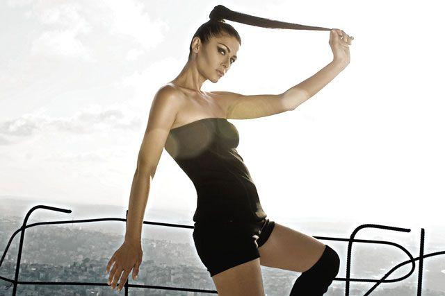 """2000'li yıllarda """"Kuşu Kalkmaz"""" parçası ile hayatımıza giren Sultana, kadın haklarını gündeme getirecek yeni çalışmalarıyla müzik hayatına kaldığı yerden devam ediyor! Kendi dünyasını ve müziğini paylaştığı bir platform olarak kullanacağı yeni bir internet sitesini de takipçilerinin hizmetine sunacak olan Sultana, Cloudnames tarafından tasarlanan bu internet sitesini yeni müzik videosuyla bu akşam bizlerin beğenisine sunacak. Videoyu bu akşam 21:00'de www.sultanasound.com'dan…"""