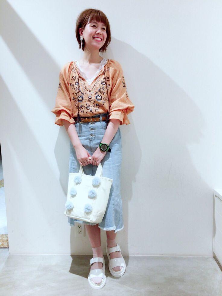 刺繍入り7部袖プルオーバー 一枚で決まる可愛い刺繍のプルオーバー。差し色のオレンジはコーデのアクセントになっておすすめ。丈感が長すぎずなので、inでもoutでもどちらのスタイリングもしやすいです。
