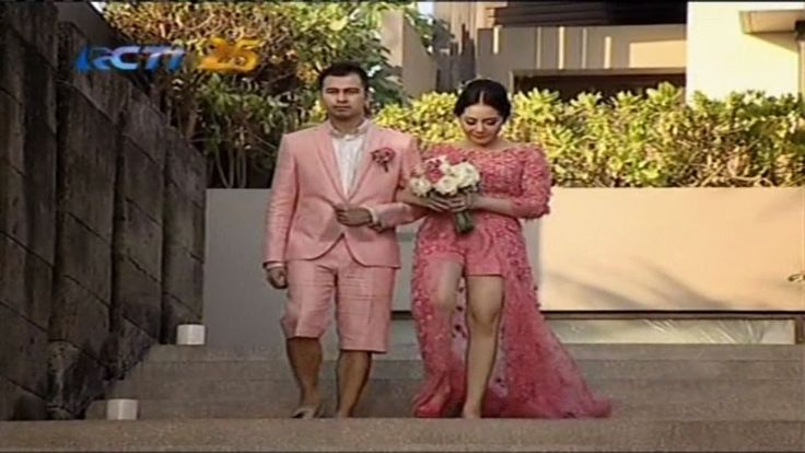 Busana Pink Raffi-Nagita Lambangkan Cinta | AlbarruNews