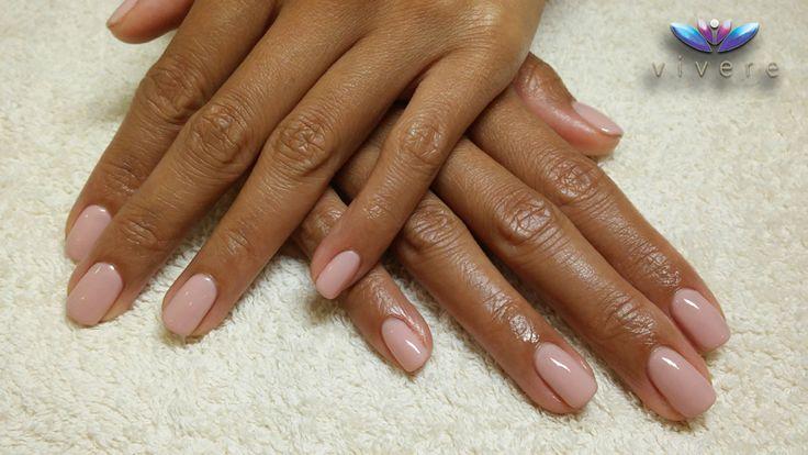 Ημιμόνιμο βερνίκι nude, η απλότητα και η διακριτικότητα δεν αναιρούν την κομψότητα, ειδικά όταν και τα χέρια είναι υπέροχα!!! #semipermanent #nails #nude #manicure #vivere