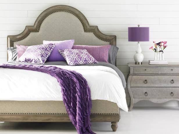 Podéis dar un toque suave y romántico a vuestro dormitorio combinando tonos neutros como; blanco, gris o crema, con piezas en tonos violeta, un color con cualidades tranquilizantes y calmantes #decotruco