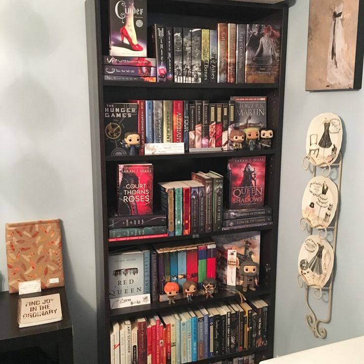 Happy #ShelfieSunday Bookworms   I hope you all had an eventful weekend! My boyfriend and I planned a mini getaway to Blue Mountain for a trip to the Scandinavian Baths. Buutt we couldnt get in because the wait list was so long  So were gonna have to plan another attempt in a few months   Its been a while since I posted a #shelfie and it fit well with todays prompts so check out my new organization for my read/started the series shelf!  #marchbookstagram18 [Day 4 - Glitz  Glam]: Both…