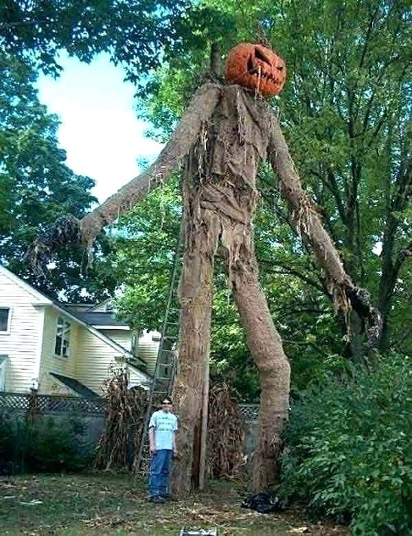 Get Inspired For 15 Creepy Halloween Decorations For Outside With Images Halloween Outdoor Decorations Outdoor Halloween Halloween Decorations Diy Outdoor