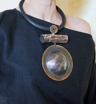 collar étnico con el bronce