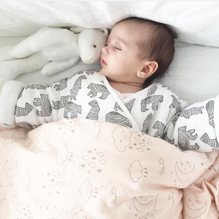 Sleep tight...   @clelia_lapprentiemariee   #sleepingbag #turbulette #mymoumout#moumout#bearblack&white#love#fw016 #sale #now   Www.mymoumout.com