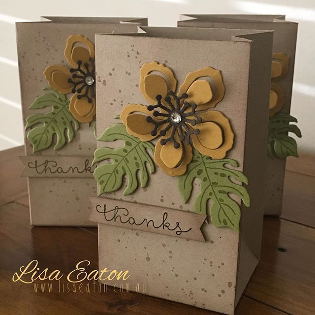 www.lisaeaton.com.au #stampinup #stampinupdemonstrator #stampinupdemonstratoraustralia #lisaeaton #botanical #flowers #treatbag #giftbag #giftbagpunchboard #sunflower CASE'd from Danny Hikade, who does some seriously GORGEOUS work :) xo