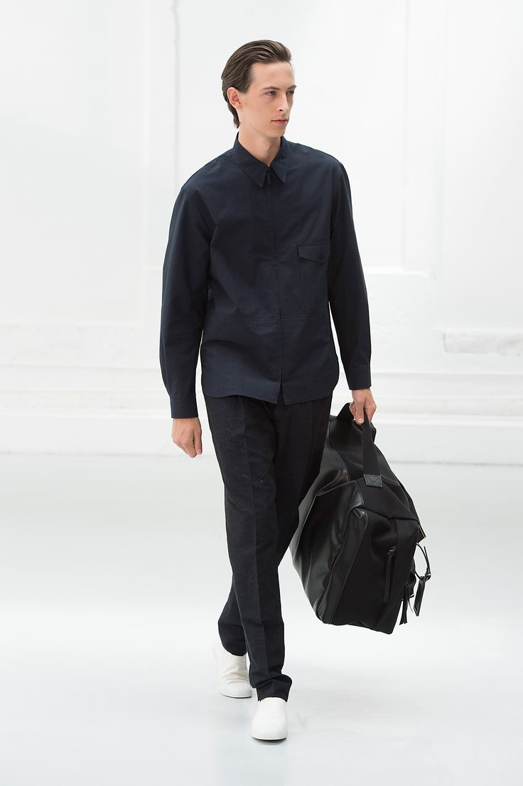 6. Zipped shirt in checked cotton / One pleated pants in cotton linen chambray / Slip on in cotton canvas / Week-end bag in cotton canvas and leather