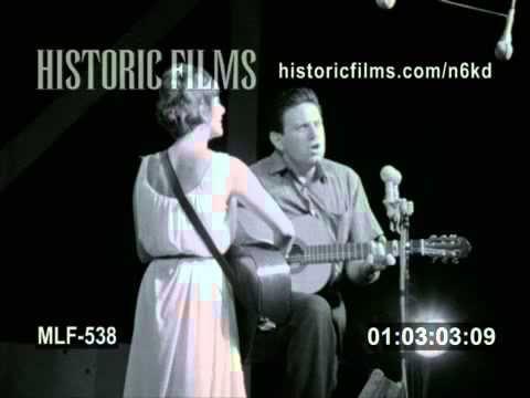 JUDY COLLINS & THEODORE BIKEL - NEWPORT FESTIVAL 1942 - YouTube