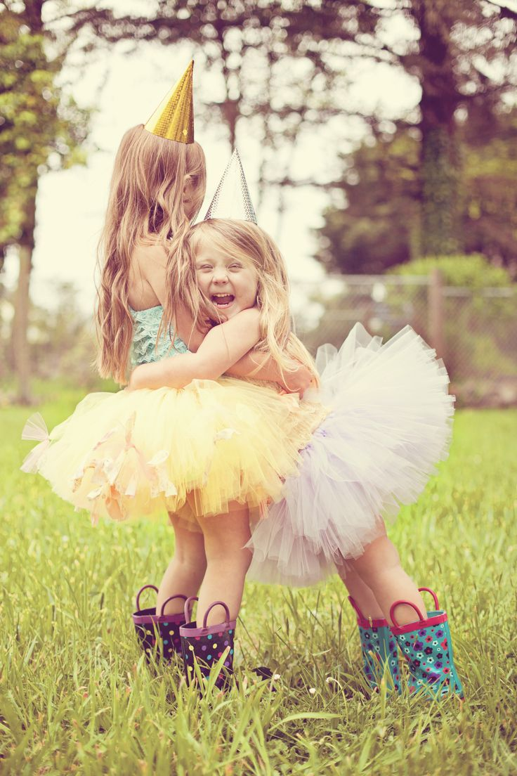 Lifestyle Photography » Toddler girl sisters friends cousins birthday tutu photography