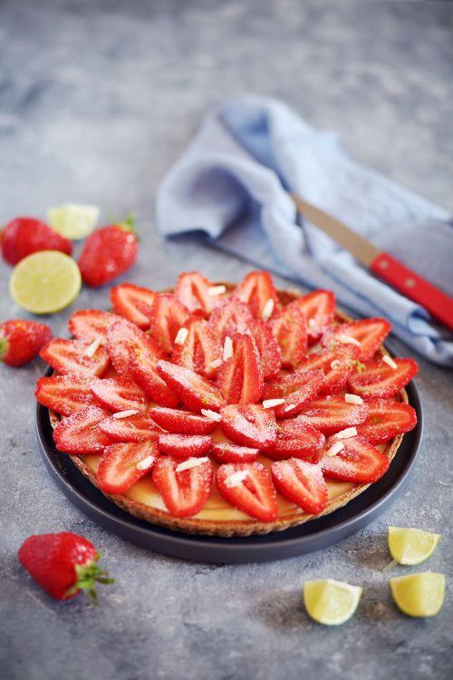 Les premières fraises arrivent enfin, alors voici une première recette gourmande pour s'en régaler. Une pâte sablée aux amandes, une crème de citron vert à