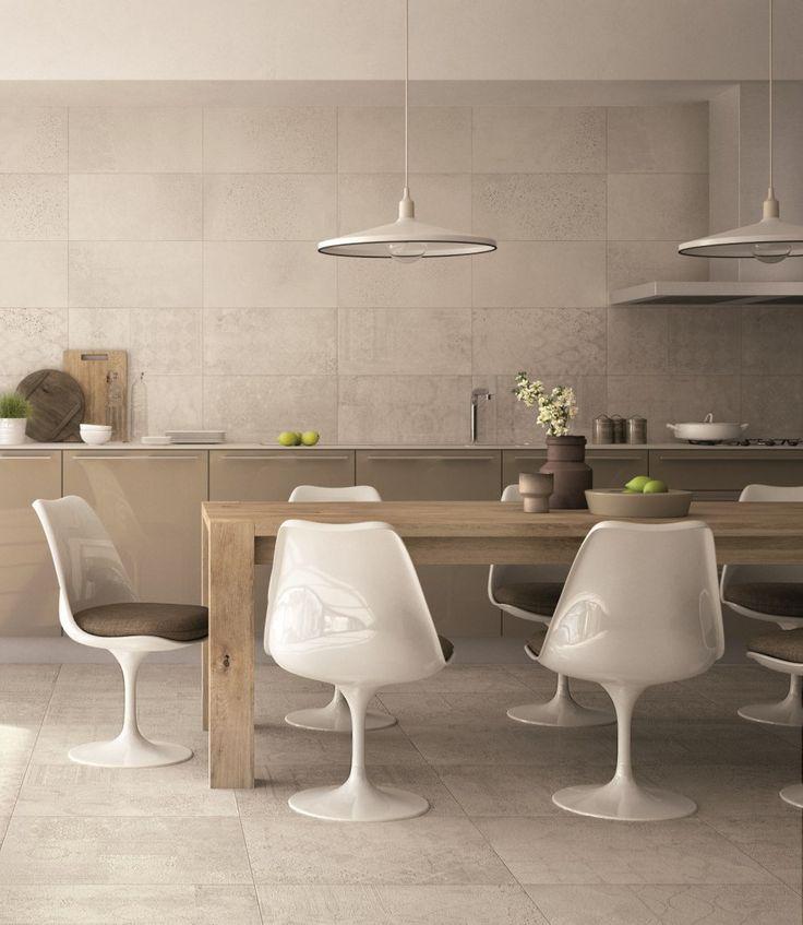 Une cuisine #design en #grès céramique de #ABK. #floor Ivory 60x60cm #wall Ivory & Ivory Random 30x60cm #abkemozioni #ceramic #tiles #kitchen