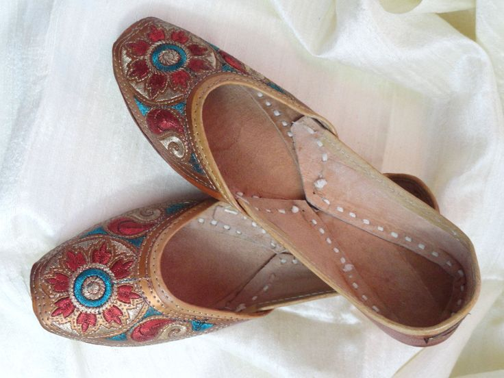 Casual, summer boho, ethnic shoes. Handmade, hand embroidered women's shoes. Indian Leather Punjabi shoe or sandals.  From Artikrti. by Artikrti on Etsy