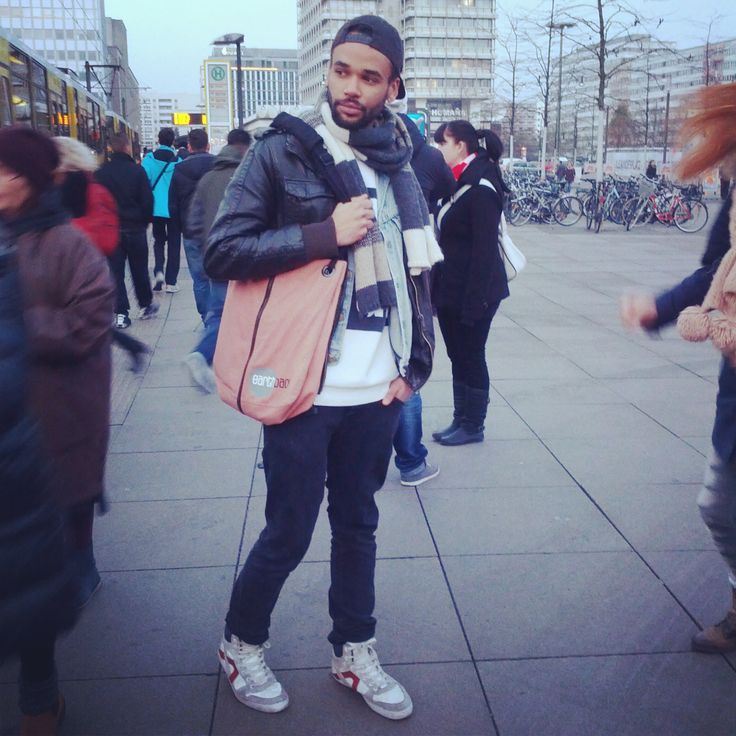 Frankee wants his earth back!  #earthbag #sustainable #bag #Alexanderplatz #Berlin #trends #style #fashion #eco