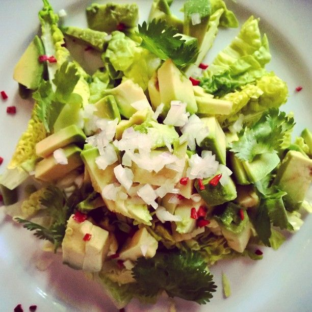 Avocado salad with red onions, red chili and coriander #nofat #healthybuttasty