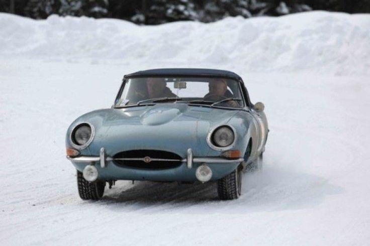 80 splendide auto costruite rigorosamente prima del 1976 che si sfideranno in due giorni di gare tra le piste e i tornanti di Cortina e delle Dolomiti. Si svolgerà dal 20 al 22 febbraio la seconda edizione della WinterRace,  http://d.repubblica.it/moda/2014/02/20/foto/winterace_dolomiti_cortina_auto_epoca-2016442/2/?fb_action_ids=345482855592372&fb_action_types=og.recommends&fb_ref=s%3DshowShareBarUI%3Ap%3Dfacebook-like