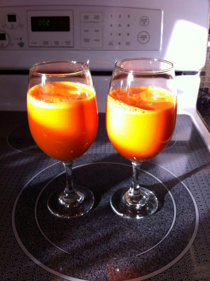 Day one breakfast!!! 4 apples, 2 lemons, 4 carrots!!! Surprisingly tasty!!! Citrusy!!