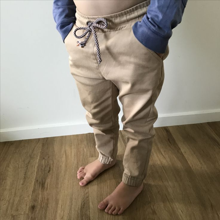 Elastic Chinos Slim fit with a little extra length