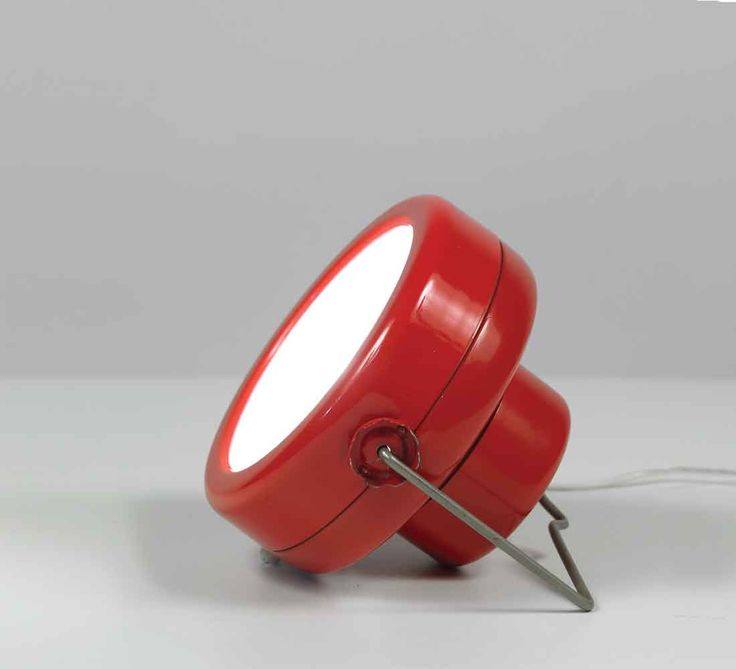 Achille & Perglacomo Castiglioni; Enameled Metal 'Sciuko' Table Lamp for Flos, 1966.