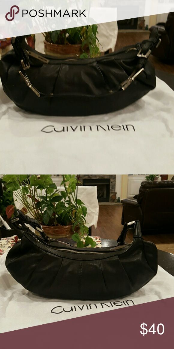 Calvin Klein hand bag Excellent condition Calvin Klein black handbad in excellent condition inside and out.   Bag is about 14 x 7 Calvin Klein Bags