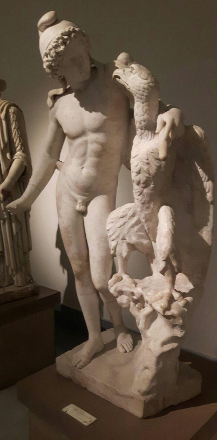 Copia romana della seconda metà del II sec d.C da opera ellenistica derivante dal repertorio figurativo del IV sec.a.C . Collezione Farnese