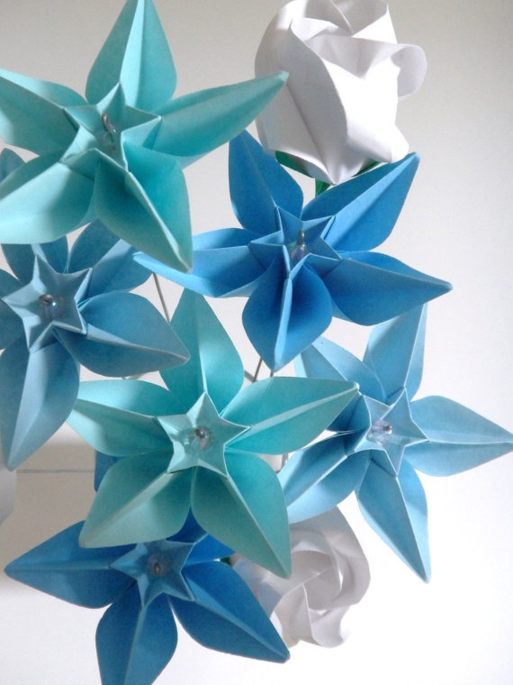Blue origami star flowers - pretty!