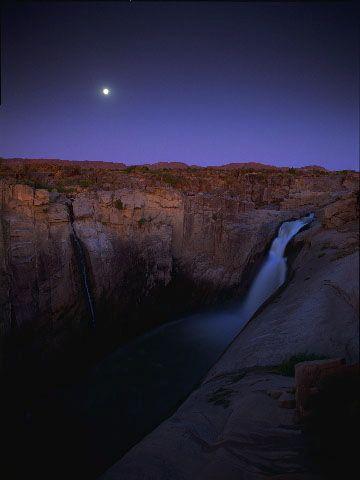 SÜDAFRIKA ------ Cascada Augrabies al crep√∫sculo, bajo la luna llena, r√≠o Orange Augrabies Falls National Park Provincia del Cabo
