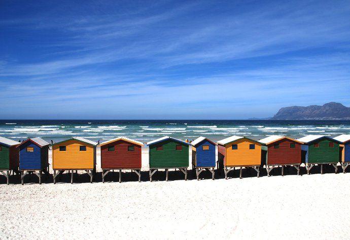 Barvy duhy na pláži v Kapském Městě