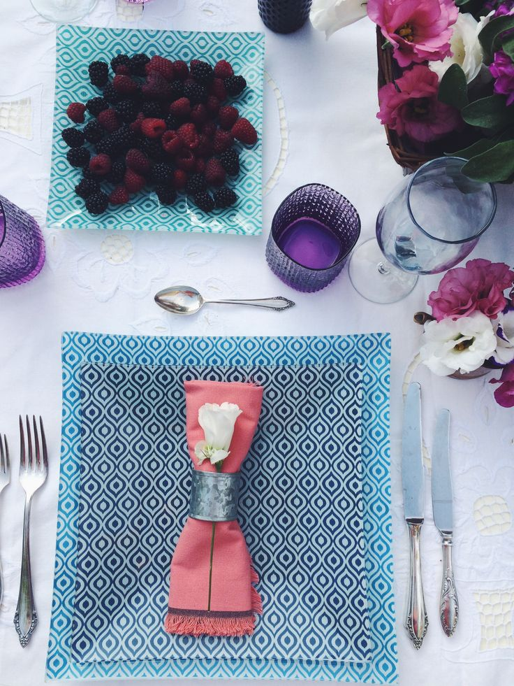 Blue, square plates. Summer dinner in the garden. By Luna & The Table