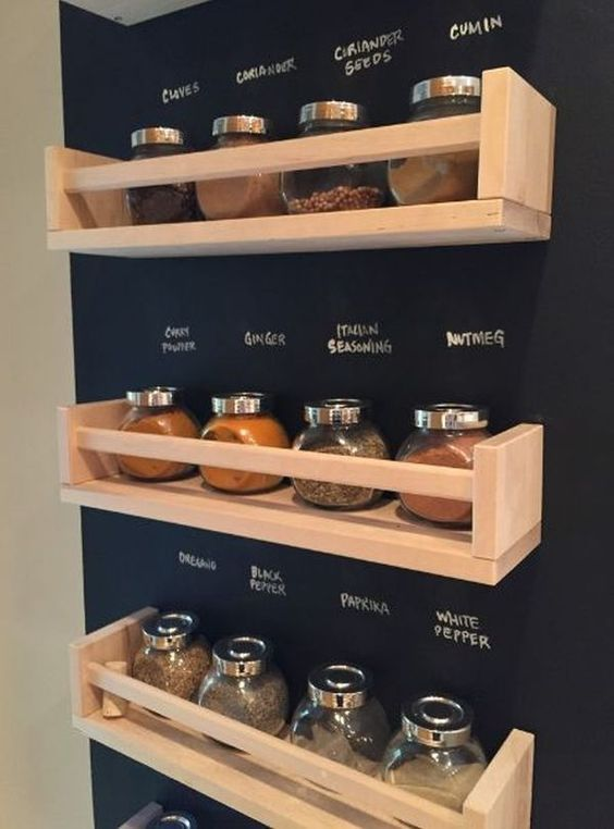 Niches on the wall instead of cabinets, so you see everything that has. We have many ideas to use the pallets, the kitchen is very practical for small things.